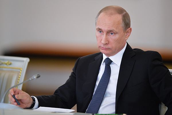 Путин констатирует, что зачастую увеличение времени преподавания национальных языков в системе образования идет за счет времени, отпущенного в программе на русский язык