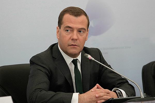 Медведев надеется, что браслет поможет ему выспаться