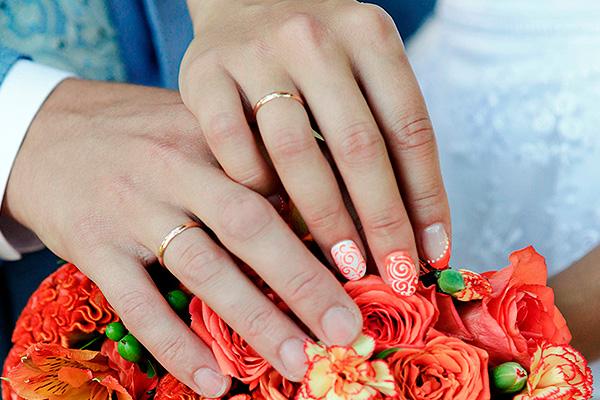 Для ревнивых супругов появились кольца с GPS