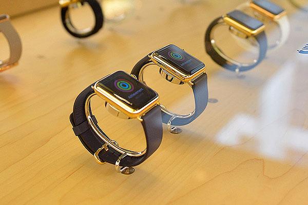 Часы Apple Watch появились в рознице