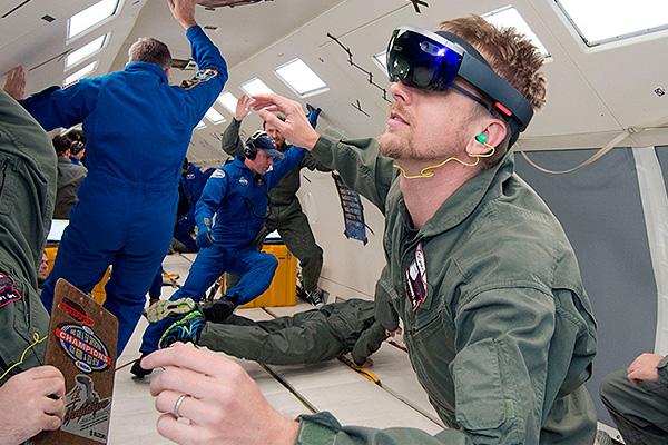 Космонавтам на МКС выдадут очки HoloLens