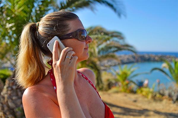 ЕС обещает отменить плату за мобильный роуминг