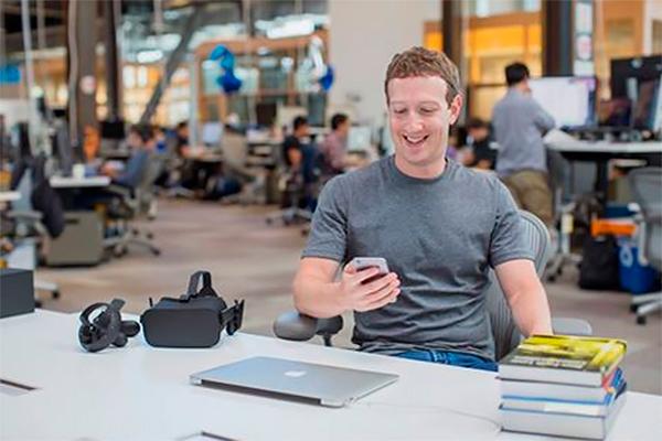 Хокинг задал вопрос Цукербергу наконференции вфейсбук
