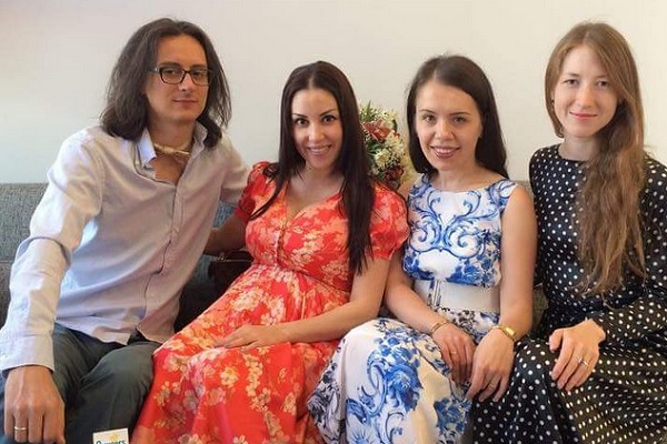 Александр Терехов, Татьяна Найник (крайние слева) с подругами. Фото: instagram.com/tanyanaynik