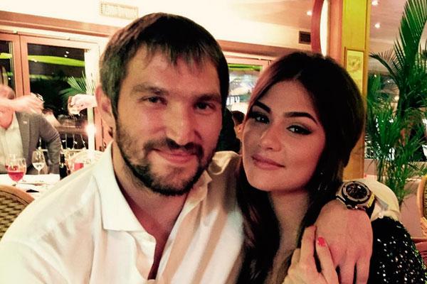 Фанати вітають Олександра Овечкіна і його кохану з весіллям