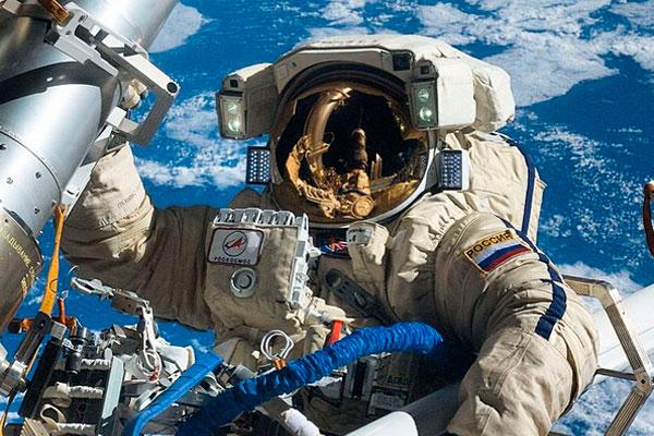 Российские инженеры разработали легкий ранец на солнечных батарейках для космонавтов