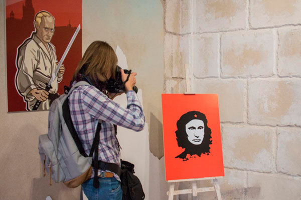 Выставка «Путин Universe»: Путин в образах Че Гевары, Жанны Д'Арк и Цезаря