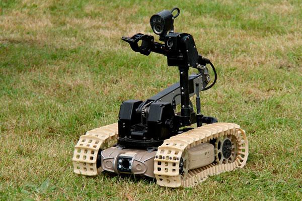 Российские военные испытали боевого робота