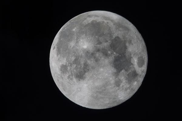 Хеллоуинский астероид уничтожит Луну