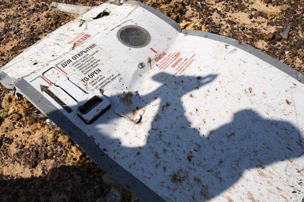 В зоне крушения лайнера А-321 обнаружены элементы, не относящиеся к конструкции самолета