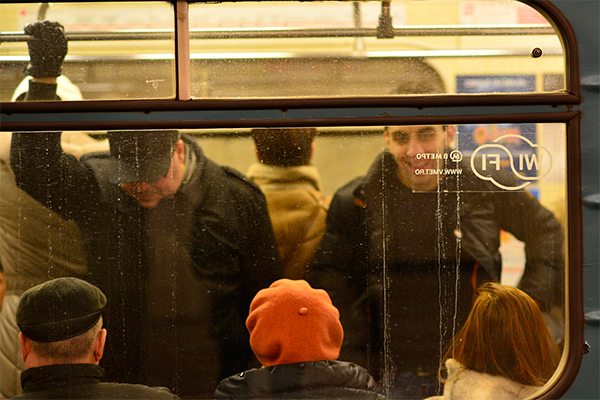 Пассажирам метро предложили интим-услуги