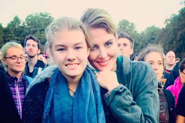 Закрыта линия Франции: Рената Литвинова неможет вернуться в РФ изПарижа