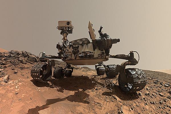 Curiosity повернули к живым дюнам на Марсе