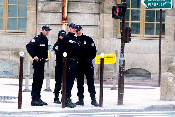 Появилось видео антитеррористического рейда милиции под Парижем
