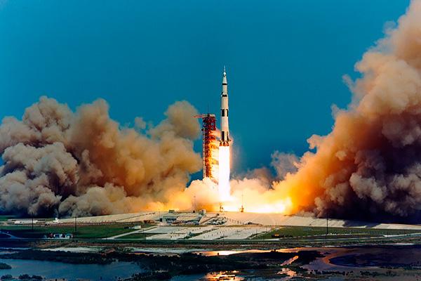 """Ракета """"Аполлон-16"""" продырявила Луну"""