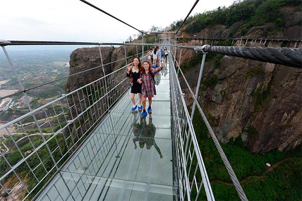 В КНР создан самый длинный вмире стеклянный мост