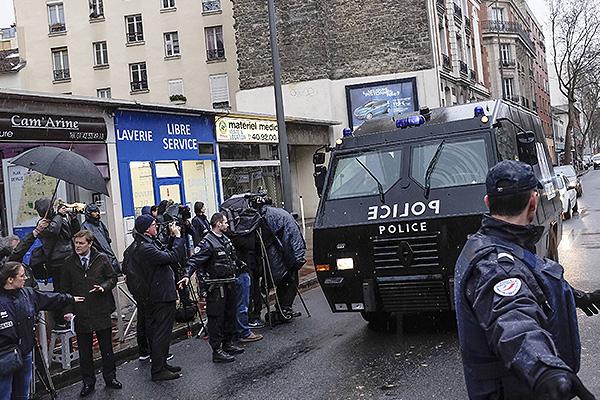 Встолице франции убили человека, пытавшегося пробраться вполицейский участок