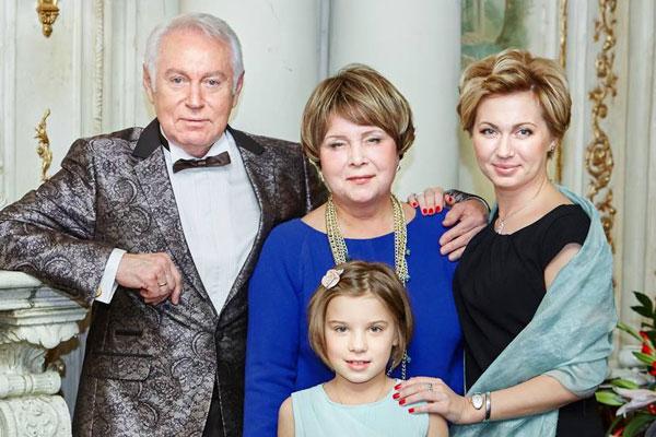 Ирина Володина с родителями и дочерью