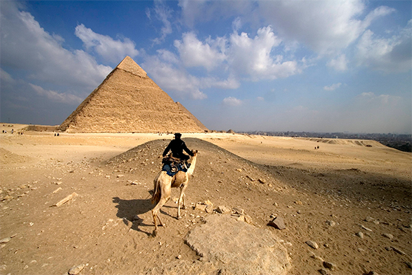 Египетскую пирамиду пронзил луч из космоса