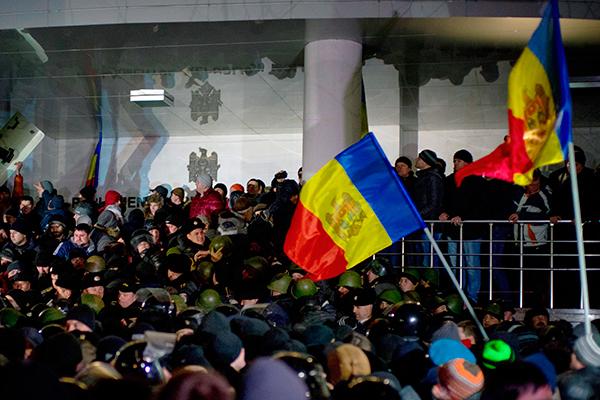 Президент Молдавии утвердил премьером страны Павла Филипа невзирая напротесты