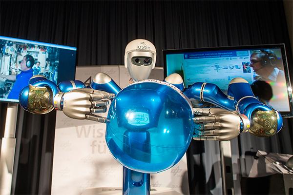Российских космонавтов заменят роботы