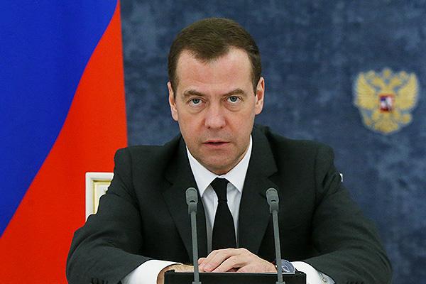 Медведев назвал безобразием распределение бюджетных средств вдекабре