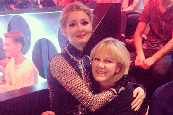 Мария Кожевникова с мамой. Фото: instagram.com/mkozhevnikova