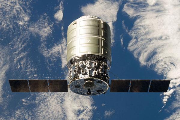 Грузовик Cygnus падает в Тихий океан