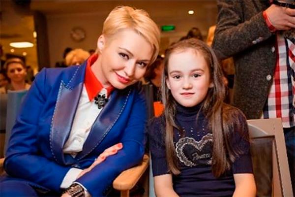 Катя Лель с дочкой. Фото: instagram.com/katyalel777
