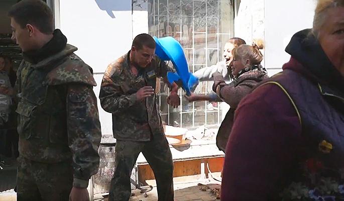 Продавщицы раков избили националистов в Одессе