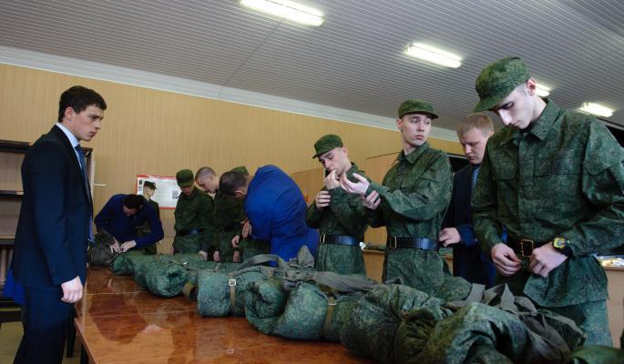 Минобороны распродаст россиянам ватники и кирзачи