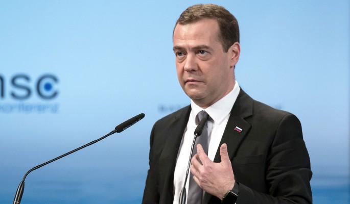 Медведев потребовал от чиновников бодрости