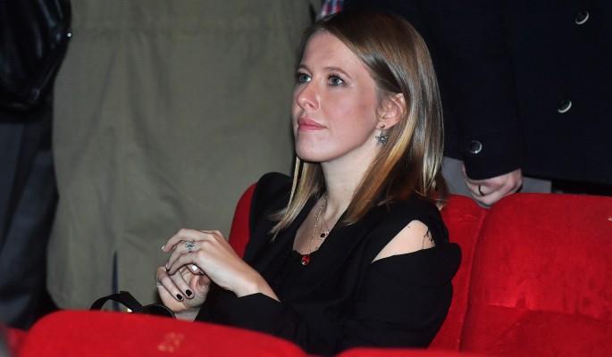 izvestnaya-aktrisa-razdvinula-nogi