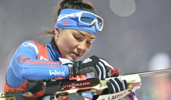 Биатлонистка Акимова погнула винтовку во время гонки
