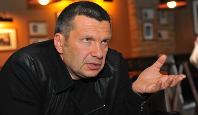 Россияне требуют уволить ведущего Соловьева