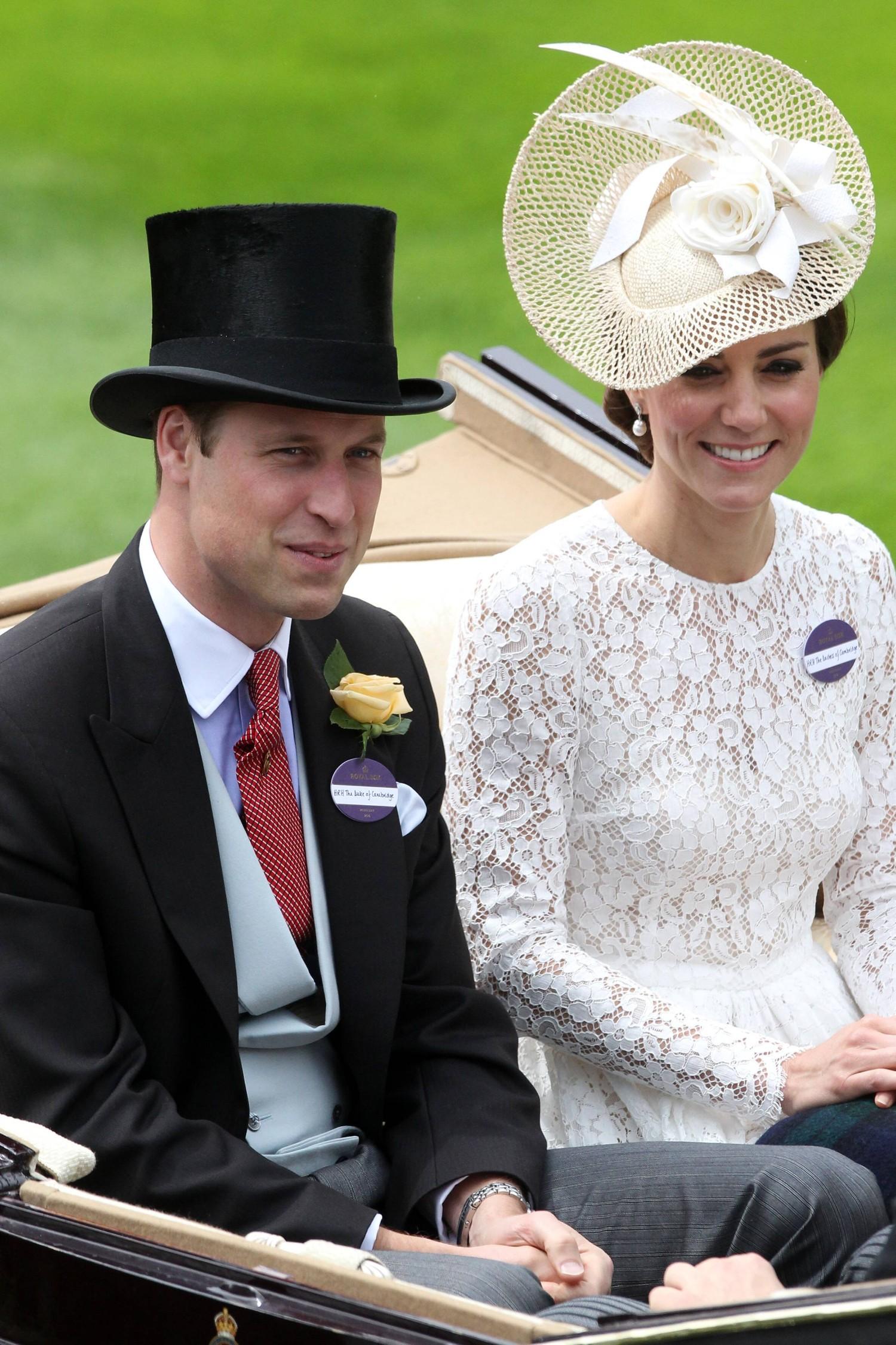 Картинки по запросу Королевская семья разместила вакансию на LinkedIn