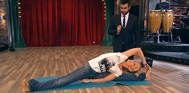 Валерия показала позы йоги