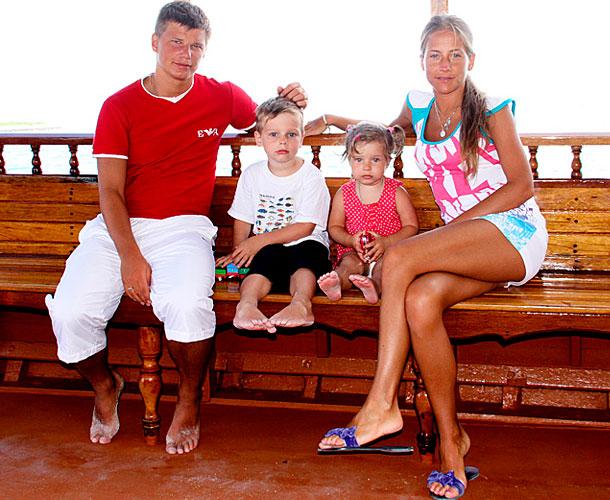 алиса казьмина с детьми фото
