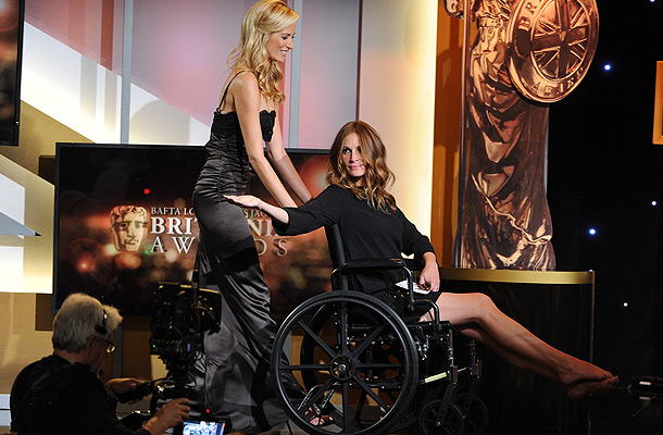 Робертс в инвалидной коляске