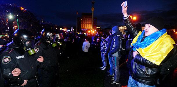 Азаров возмущен событиями в Киеве