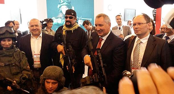 Рогозин показал Сигалу оружие