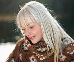 blondinochka-laskaet-sebya
