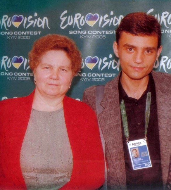 Александр Жеребко с мамой. Фото: пресс-служба актера