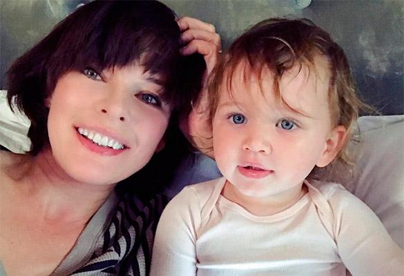 Милла Йовович с дочерью. Фото: instagram.com/millajovovich
