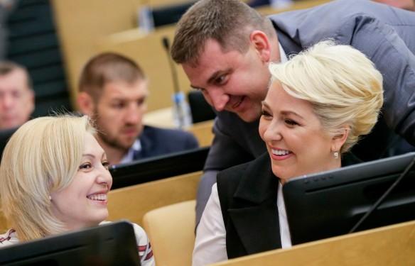 Ольга Тимофеева и Ирина Гусева. Фото: duma.gov.ru
