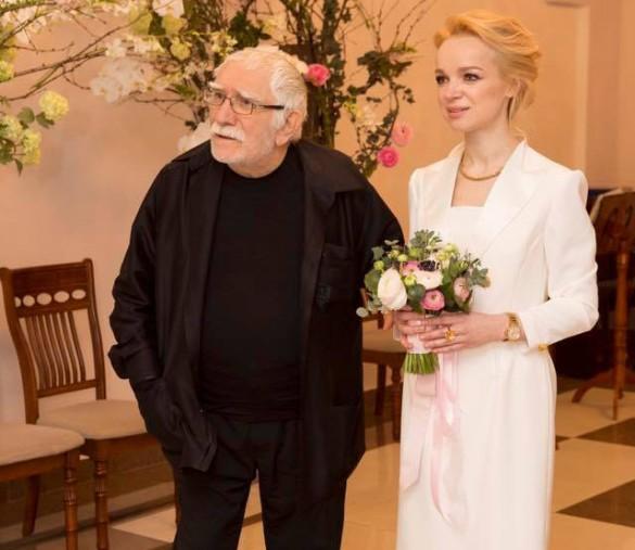 Армен Джигарханян с женой Виталиной. Фото: facebook.com/vitalina.romanovskaya