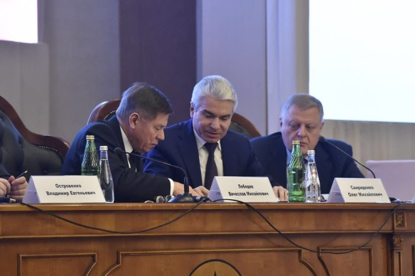 В президиуме торжественного заседания