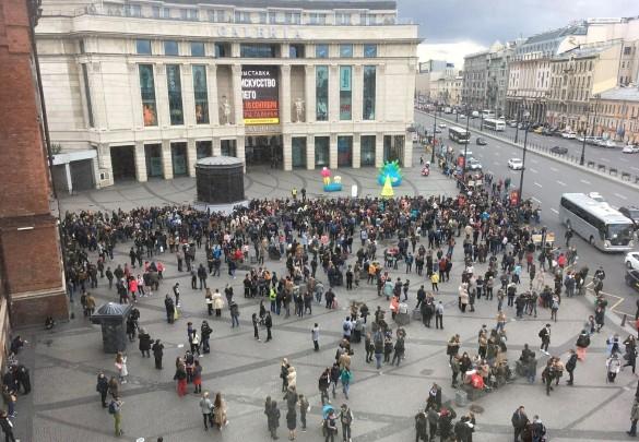 "Эвакуация ТРЦ ""Галерея"". Фото: GLOBAL LOOK press"