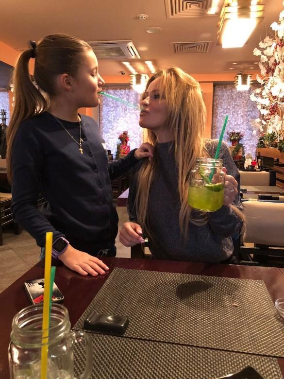Дана Борисова с дочерью. Фото: личный архив