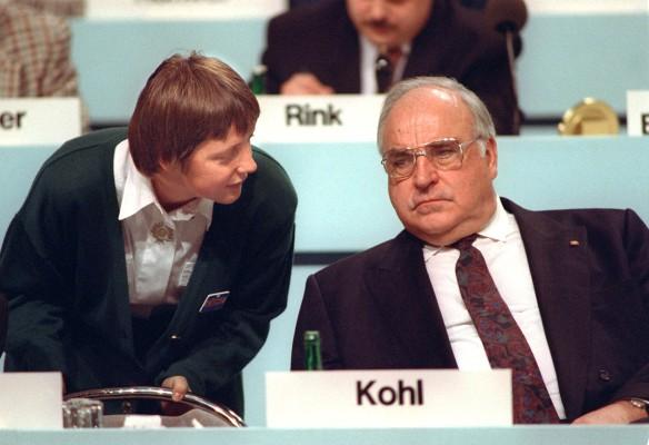 Ангела Меркель и Гельмут Коль. Фото: GLOBAL LOOK press/Michael Jung